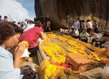 กำหนดการ นมัสการรอยพระบาทพลวง เขาคิชฌกูฏ จ.จันทบุรี 2560